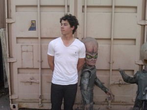 nick and an alien