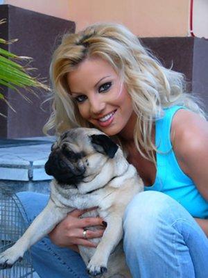 Емилия с кученце